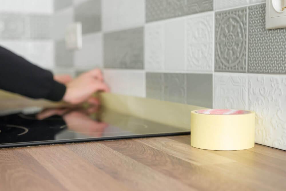 磁磚修補diy 用膠帶固定磁磚
